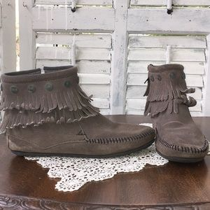 Minnetonka ankle high moccasins